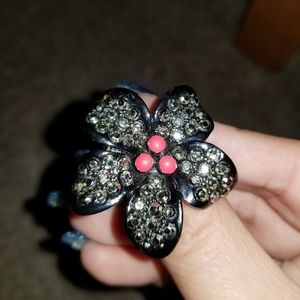 Flower ring with sparkles